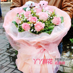 11朵粉色玫瑰2只小熊