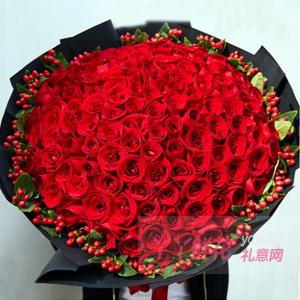 99朵红玫瑰搭配红豆