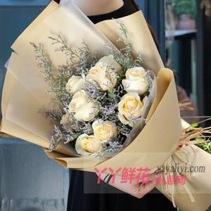9朵香檳玫瑰搭配情人草