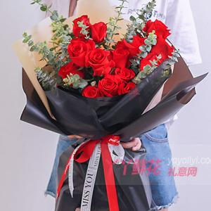 19朵红玫瑰搭配适量尤加...