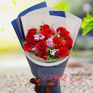 11朵红玫瑰搭配相思梅黄...