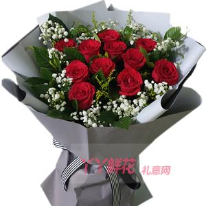 七夕节11朵红玫瑰搭配黄莺满天星和栀子叶