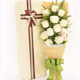 鲜花速递11朵白玫瑰1小熊