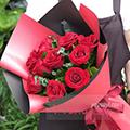 11朵紅玫瑰搭配尤加利葉和綠葉