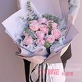 11朵粉雪山玫瑰搭配尤加利葉銀葉菊
