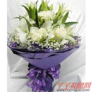 鮮花12支白玫瑰5支百合