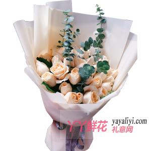 老公過生日送19枝香檳玫瑰尤加利