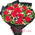 11朵红玫瑰间插黄莺白色满天星点缀