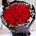 33朵红玫瑰搭配满天星黑色网纱