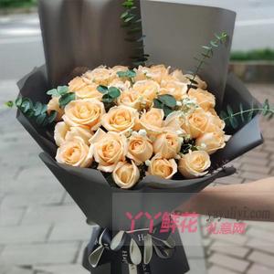 33朵香槟玫瑰尤加利叶间...