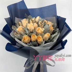 19朵香槟玫瑰搭配银叶菊...