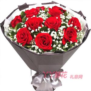 11朵红玫瑰搭配适量满天...