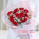 11朵红玫瑰搭配白色满天星