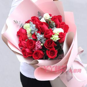 19朵红玫瑰搭配4枝浅绿色洋桔梗适量尤加利叶