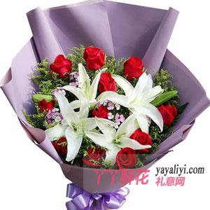 幸福的味道:11朵红玫瑰2枝多头百合