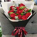 11朵紅玫瑰搭配梔子葉尤加利