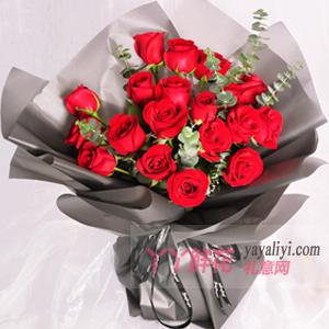 女朋友生日送19朵红玫瑰适量尤加利叶