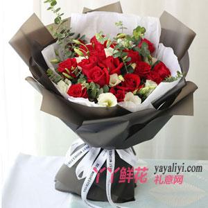 19朵紅玫瑰配白桔?;? width=