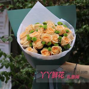 初恋-19朵香槟玫瑰配小绿菊