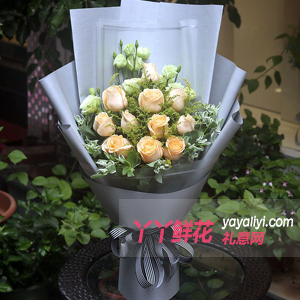 11朵香槟玫瑰绿色洋桔梗...
