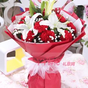 愛的思念-11朵紅色康乃馨2枝多頭白百合滿天星綠葉間插