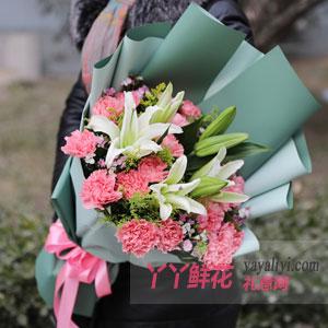 美好如昔-19朵粉色康乃馨6朵百合黃鶯小碎花