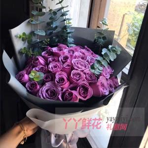 36朵紫色玫瑰尤加利葉