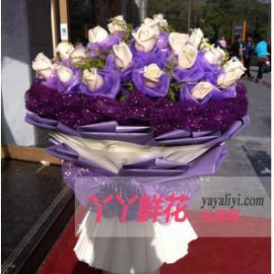 鮮花速遞66枝白玫瑰