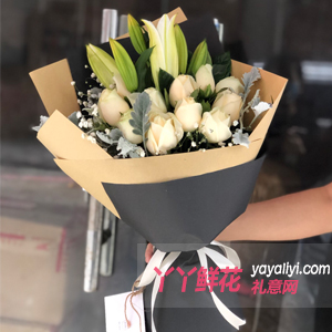 11朵香檳玫瑰6朵白色百合搭配銀葉菊梔子葉