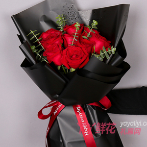 11朵卡罗拉红玫瑰搭配尤...