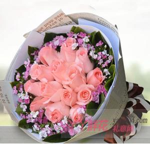 送女朋友19朵粉玫瑰搭配相思梅栀子叶