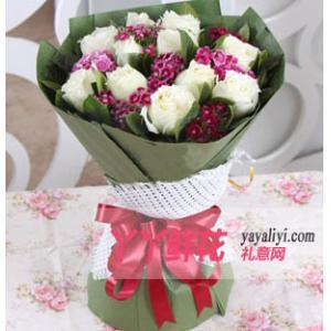 鮮花速遞11枝白玫瑰相思梅梔子葉點綴