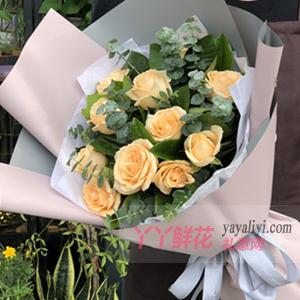 愛的旅途-11枝香檳玫瑰搭配尤加利葉梔子葉