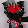 11朵卡罗拉红玫瑰搭配尤加利叶