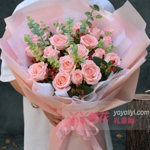 19朵粉玫瑰搭配红豆尤加...