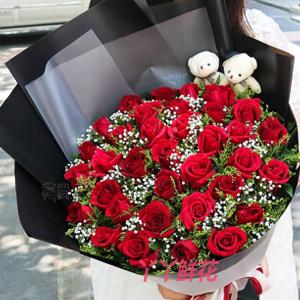 33朵红玫瑰送2只小熊