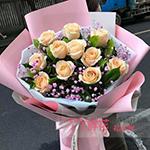 11朵香槟玫瑰搭配栀子叶满天星