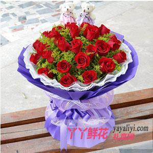 33朵红玫瑰2只可爱小熊