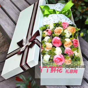 灿烂-19朵混搭玫瑰浅色礼盒
