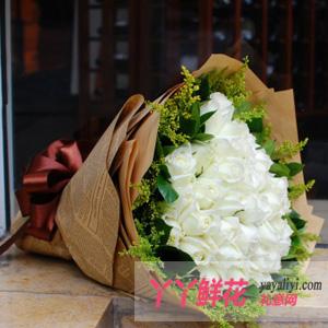 甜蜜笑容-鲜花33朵白玫瑰