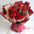 33朵紅玫瑰搭配尤加利葉紅色包裝