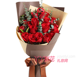 送给老公19朵红玫瑰搭配尤加利叶