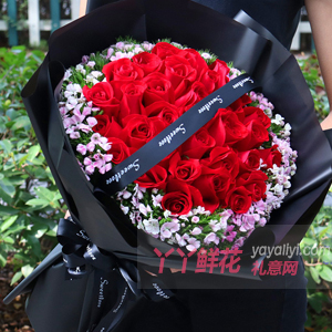 送女友33朵红玫瑰相思红豆
