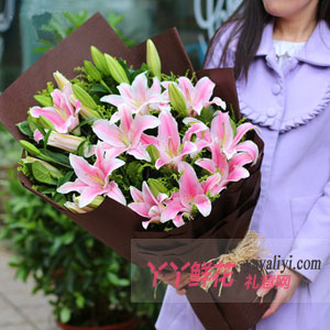 18朵香水百合送長輩鮮花
