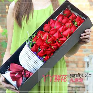 倾世之恋-33朵红玫瑰黄莺搭配咖色礼盒