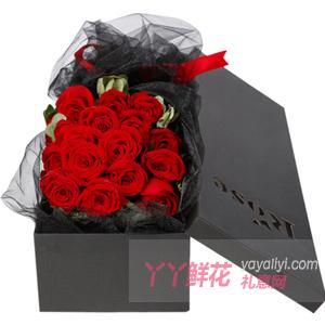19朵红玫瑰搭配尤加利叶