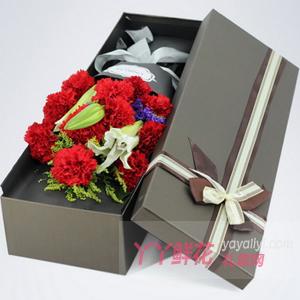 有您陪伴-11朵紅色康乃馨2支多頭白百合黃鶯禮盒