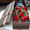 11朵红玫瑰适量尤加利叶礼盒