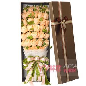 33朵香檳玫瑰搭配適量葉上黃金咖色禮盒