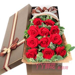 11朵紅玫瑰搭配高山積雪...